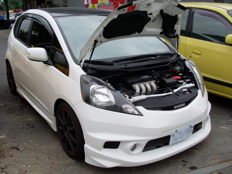 Hood Lifts Hydraulic Unofficial Honda Fit Forums